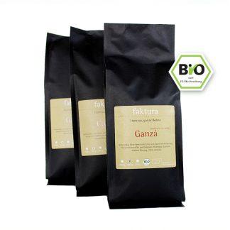 Drei schwarze Tüten faktura Kaffee Sorte Ganzá in der Größe 500 g
