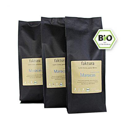 drei schwarze Tüten faktura Kaffee Abo Maracas 500 g, ganze Bohne