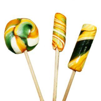 drei verschiedene Lollis in drei Formen und Mustern mit Orangengeschmack