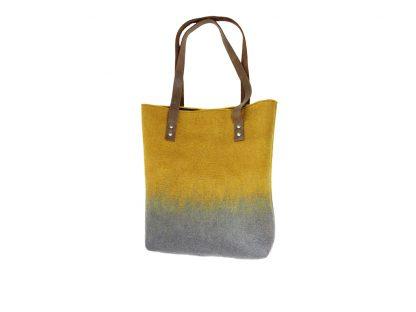 Filz-Shopper mit Lederhenkel mit einem schicken Farbverlaub in der Mitte von gelb zu grau.